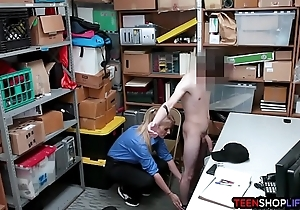 Cissified warder catches a thief on touching her hoard