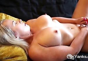 Yanks MILF Eva Moore Pleases Her Eaten away Clitoris