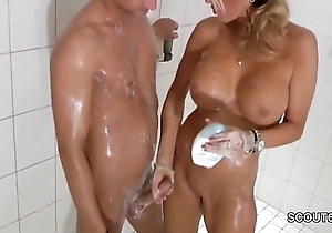 Denunciatory light-complexioned milf jerks gone step-son beside shower - thesexyporn.eu