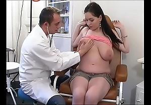 Eccentric gynaecologist tastes the patient's cookie