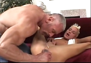 Old man plays anent his twink (dads-lap.blogspot.com)