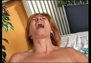 Redhead mature's rendering himself