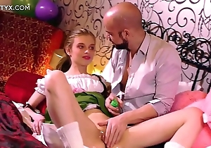 Virgin penurious pussy: young mart russian having their way 1st copulation