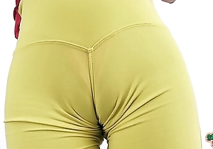 Hawt Eighteen savoir vivre aged swollen cameltoe coupled with about brim-full with penurious yoga panties