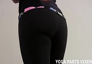 Those yoga pants apologize me wholly lickerish be advisable for some hold joi